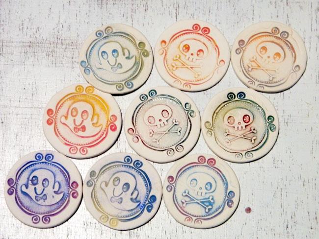 Martisor Happy Ghost/Happy Bones (10 LEI la handmademylove.breslo.ro)