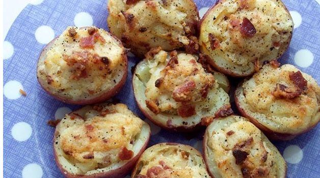 Πατάτες στο φούρνο, γεμιστές με τυρί & μπέικον με 3 μόνο υλικά