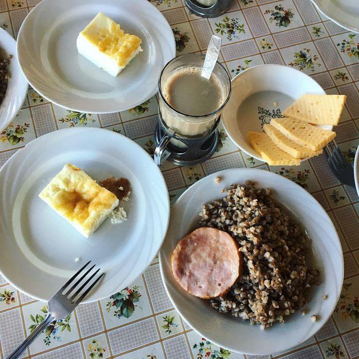 Перед игрой в лазертаг надо основательно подкрепиться, на завтрак у нас омлет, гречка с ветчиной, бутерброд с сыром и кофейный напиток. #nextcamp #нашмиртеатр #детямвкусно #завтракnextcamp