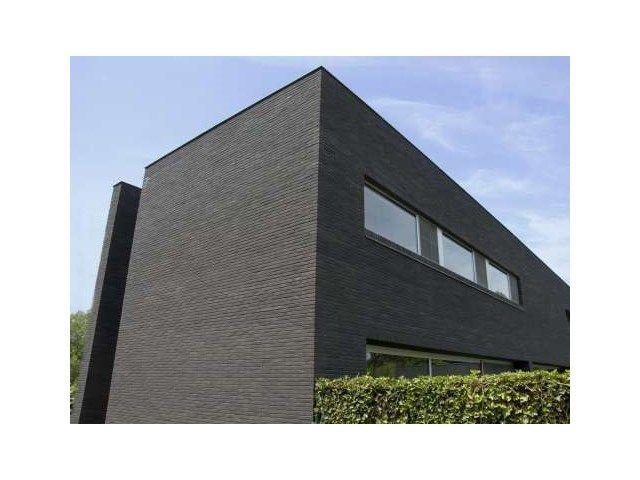 Meer dan 1000 idee n over rode bakstenen huizen op pinterest bakstenen huizen zwarte luiken for Moderne stijl gevel