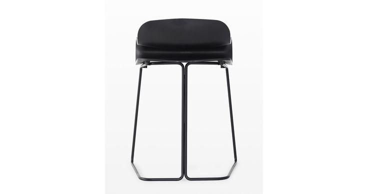 BCN, una silla de UPPER PANAMA ideal para hoteles, oficina, hogar y restaurantes.  El taburete de plástico BCN fue el resultado de explorar cómo se pueden utilizar nuevos materiales para crear muebles. La característica principal es el diseño del asiento. El asiento fue diseñado ergonómicamente por especialistas para maximizar el confort. La forma final requirió un enorme esfuerzo de desarrollo durante la fase de diseño.