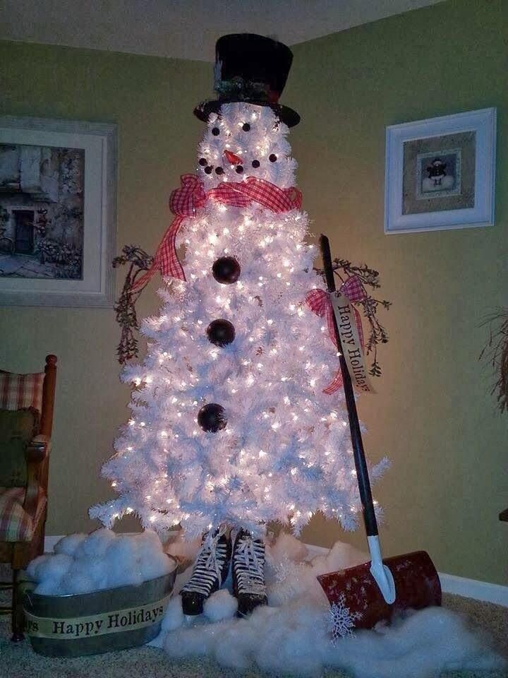 This would look neat Outside on my porch- LOVE.LOVE.LOVE this Christmas Tree!!!  Would be great for backyard corner!
