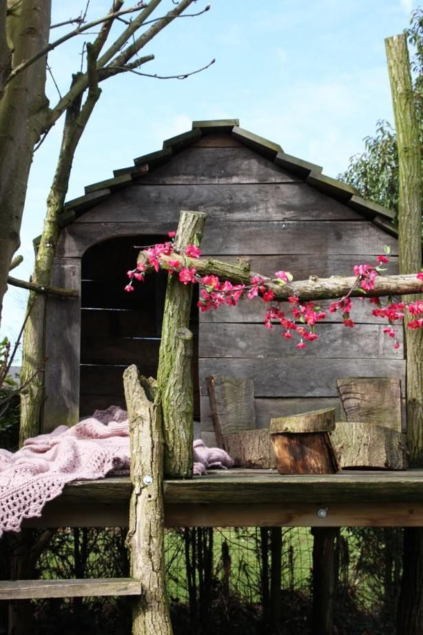 baumhaus garten bauen echtholz sitzecke