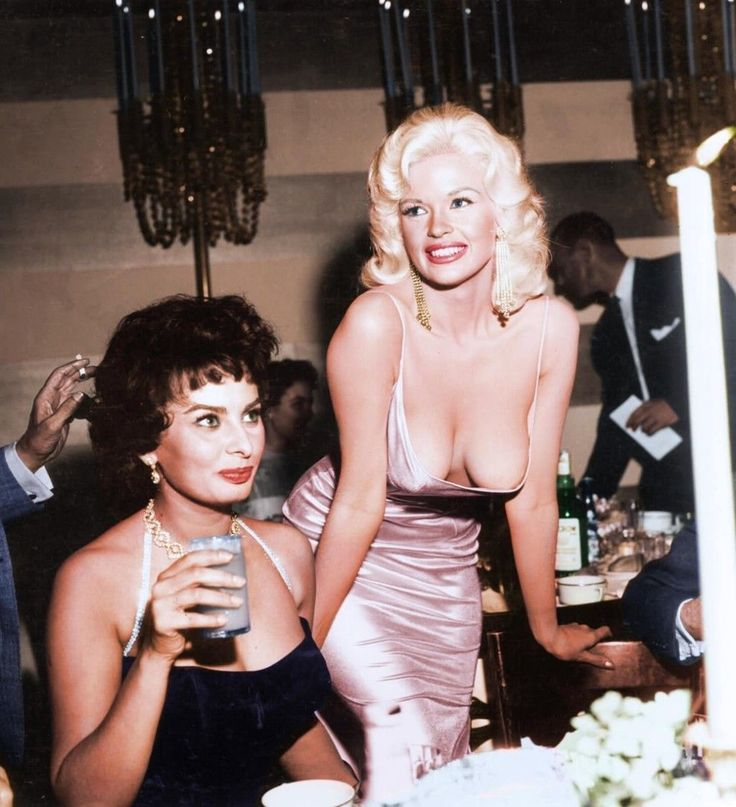 Sophia Loren And Jayne Mansfield, 1960's  30 Iconic Black & White Old Pictures That Look Amazing In Colour • Page 4 of 6 • BoredBug