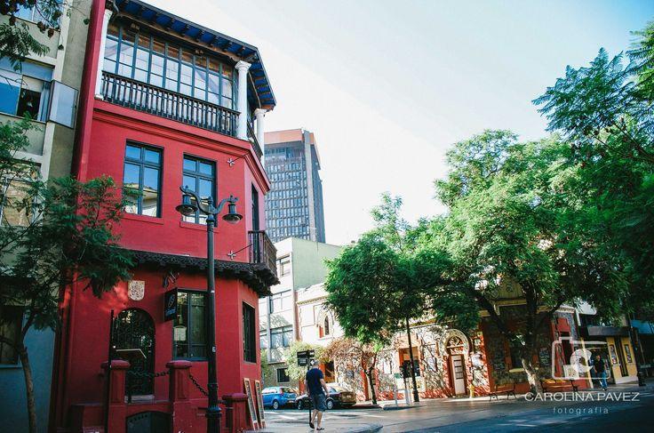 Cada esquina de este barrio bohemio resalta y maravilla para los amantes de la ciudad.  #Lastarria #Santiago #Chile