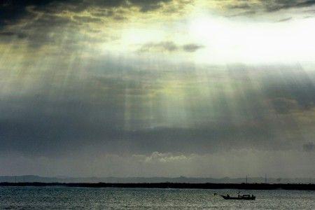 Nuggi Nugraha: Menangkap ikan dengan berkah langit surga di pantai pangandaran