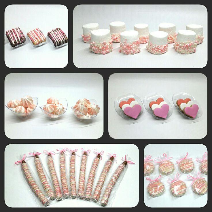 Candy Bar para Boda #PrityCakes #pritycakes #candybar #mesadepostres #postresparaboda #miniricekrispy #minimalvitas #chocopretzels #chocooreos #merengueshots #cookieshots #merengues #galletas #ricekrispy #malvas #oreos #pretzels #boda #pastrypanama #panama #pty507