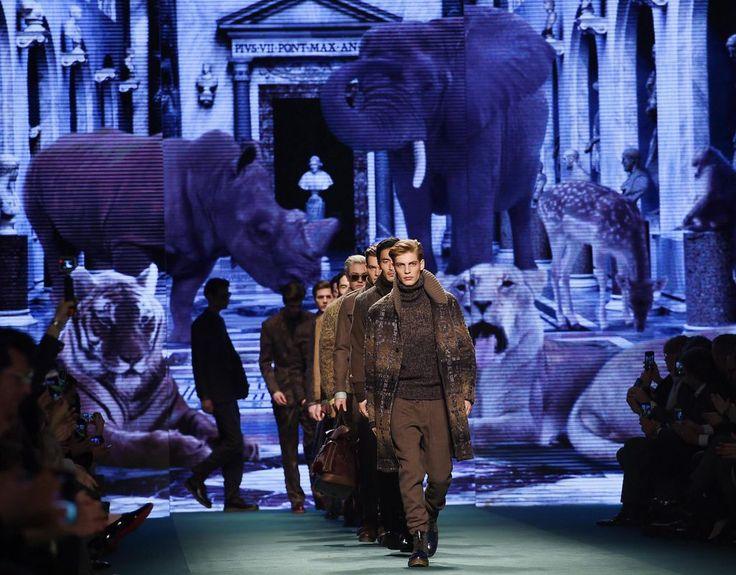 """Mailänder Modewoche bringt rund 70 Shows in sechs Tagen - Die Modewelt blickt nach Mailand: Am Mittwoch fällt in der lombardischen Metropole der Startschuss zu den Defilees der """"Milano Moda Donna"""". Mehr dazu hier: http://www.nachrichten.at/nachrichten/society/Mailaender-Modewoche-bringt-rund-70-Shows-in-sechs-Tagen;art411,1659848 (Bild: epa)"""