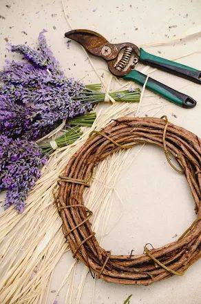 Fotoğraf: Supplies needed for the lavender wreath craft project. PHOTO CREDIT: Ali'i Kula Lavender/The Maui Book of Lavender.