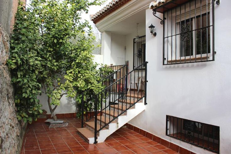 Large townhouse, with swimming pool and garage, in the heart of the picturesque and sought-after mountain village of Guajar Alto € 154,500