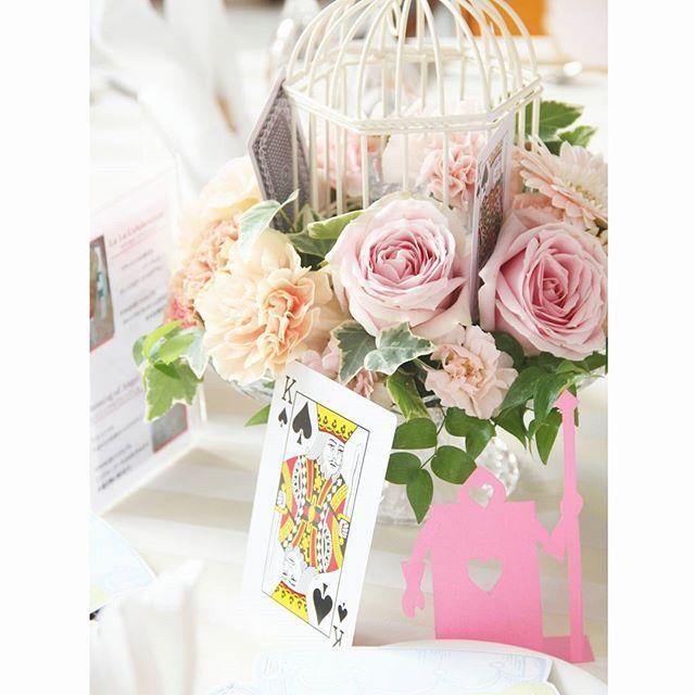""". . テーマは""""アリス"""" 不思議の国へようこそ! 素敵なパーティの始まりです .  #flowerwalkpopo #富山県 #射水市 #花嫁準備 #プレ花嫁 #結婚式準備 #結婚式 #ウェディング #テーマウェディング #オリジナルウェディング #キャナルサイドララシャンス #ララシャンス#花屋 #花 #ゲストテーブル装花  #テーブル装花  #ブライダル #wedding #weddingflowers #bride #bridal #bridalflowers #instflower #flowerstagram #flowerpic #不思議の国のアリス #アリス #アリスインワンダーランド #aliceinwonderland #alice"""