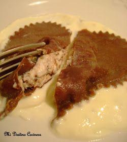 Simplemente Cocinera: I Love Chocolate!! Corazones de Pasta al Cacao Rellenos de Ricota y Virutas de Chocolate Negro en Fondue de Gorgonzola, para San Valentine's Day.