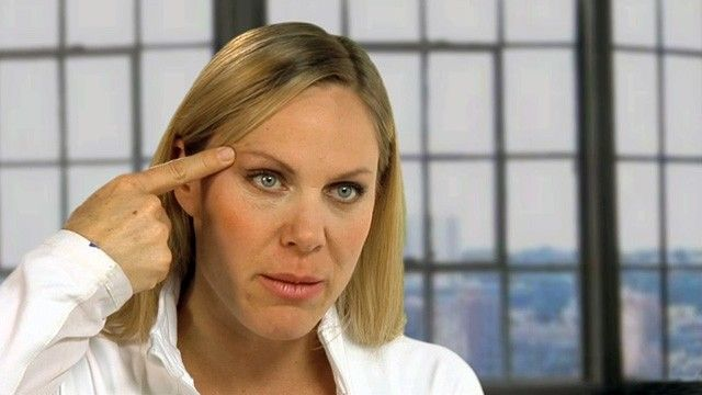 How to minimize wrinkles around the eyes with face yoga