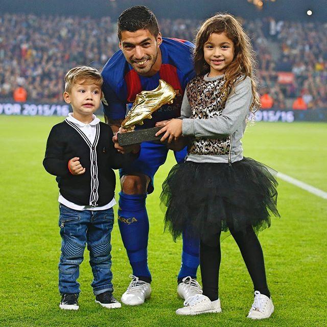 @luissuarez9 and the Golden Shoe at Camp Nou  Luis Suárez i la seva Bota d'Or al Camp Nou  Luis Suárez y su Bota de Oro en el Camp Nou #FCBarcelona #igersFCB #ForçaBarça #LuisSuárez @fcbarcelona