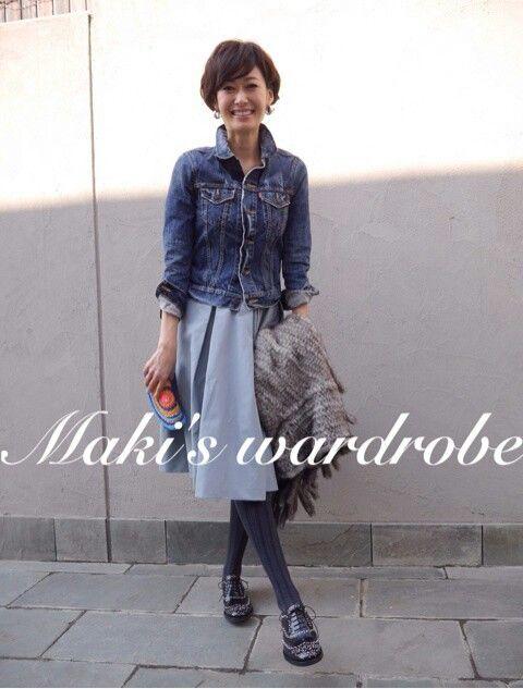 田丸麻紀さん。今年はデニムジャケット、スカートの組み合わせ挑戦したい。