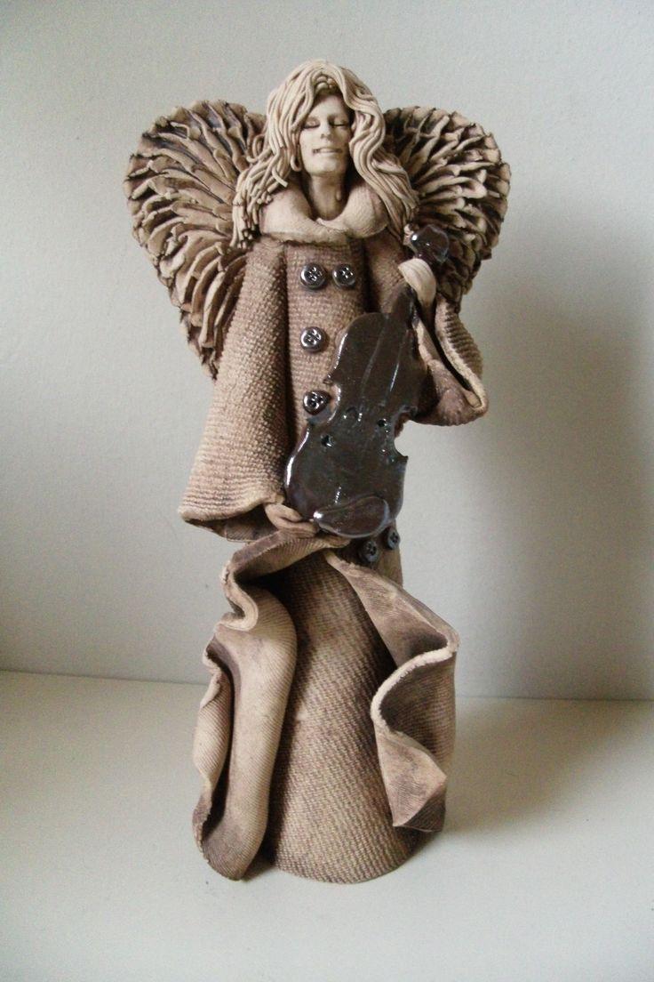 Ceramiczny anioł ze skrzypcami/ Ceramic angel with violin