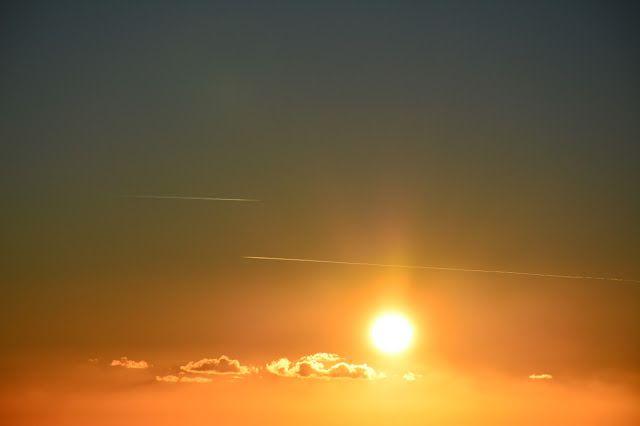M  o   m   e   n   t   s   b   o   o   k   .   c   o   m: Παράλληλες πορείες στο ηλιοβασίλεμα...