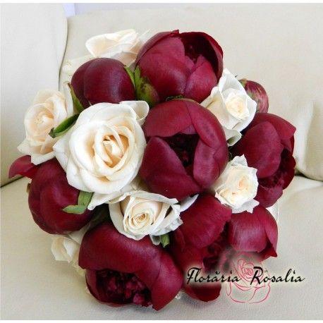 Buchet bujori rosii si trandafiri crem