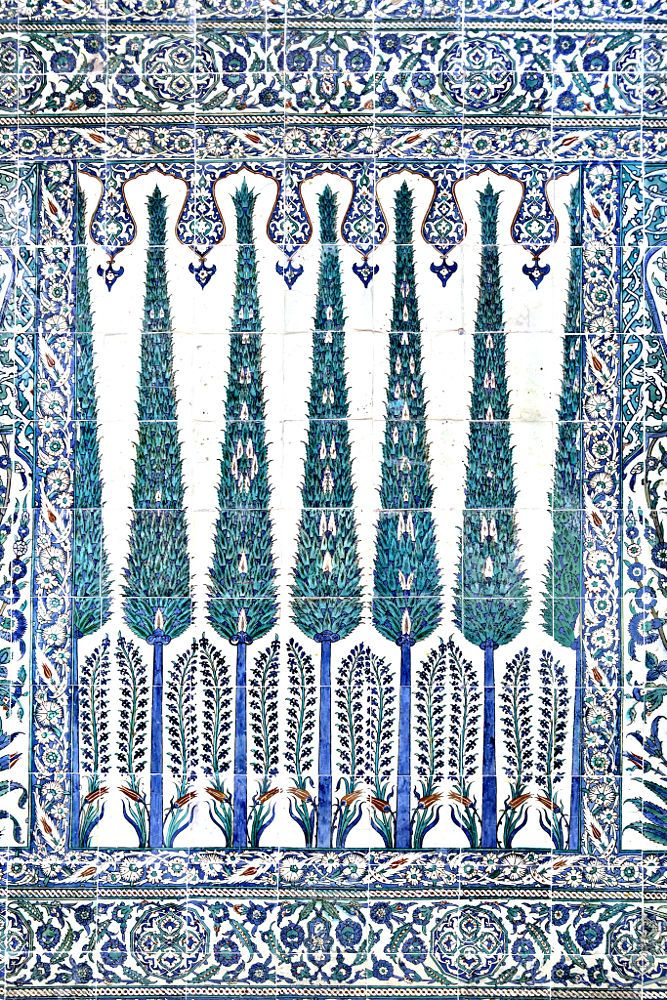 Tiled wall in Topkapi Palace, Istanbul, Turkey by Ihsan Gercelman on 500px