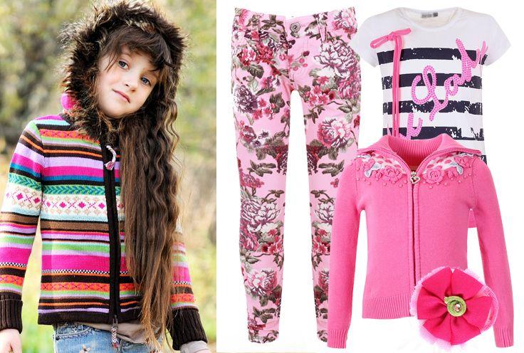 Стильный образ для девочки - джинсы с принтом, полосатая футболка и яркий кардиган на молнии.