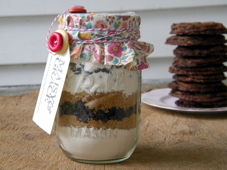 Pint Size Cookies in a Jar- favors for Izzy's birthday : )