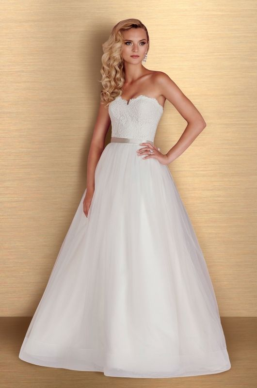 Nice View Tulle Wedding Dress Style from Paloma Blanca Full gathered tulle skirt with horsehair detailing at hem