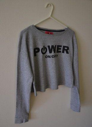 Kup mój przedmiot na #vintedpl http://www.vinted.pl/damska-odziez/topy-koszulki-i-t-shirty-inne/16465103-szara-krotka-koszulka-cropp-xs