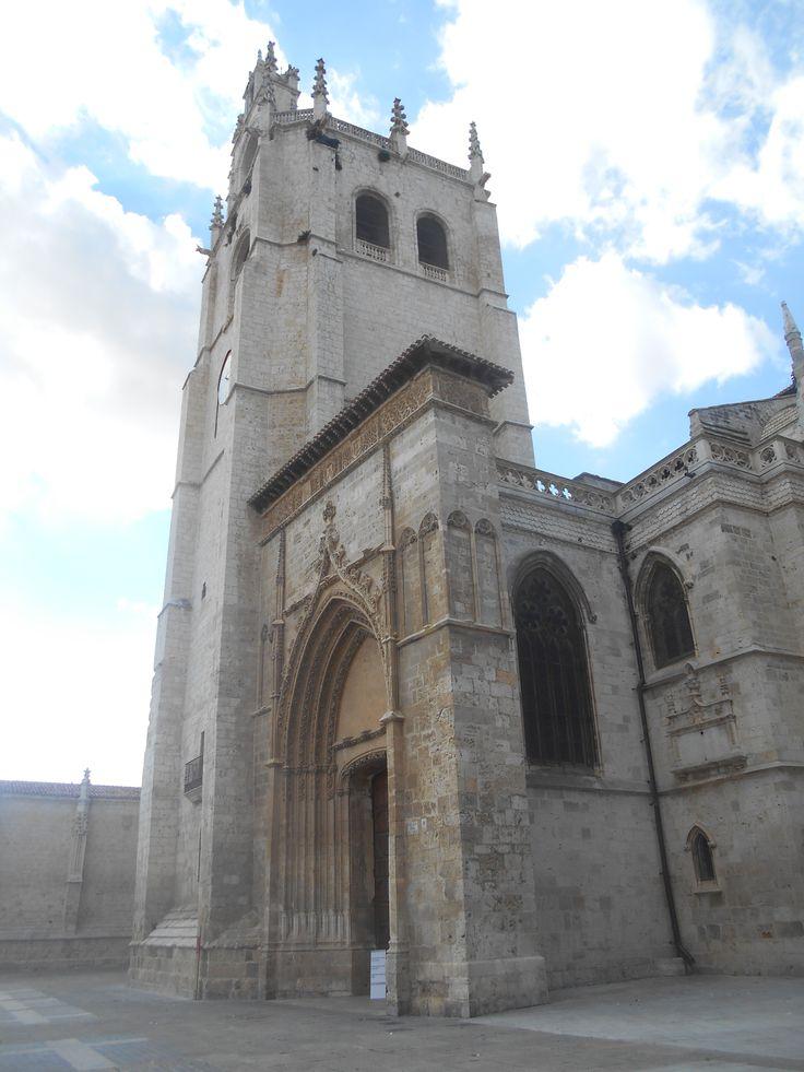 Torre y Puerta de Los Novios