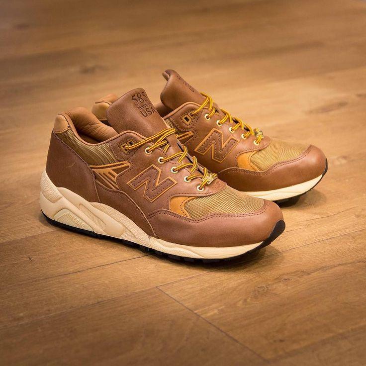 Danner x New Balance M585 New Balance y el fabricante de botas americano Danner se alian para lanzar estas espectaculares New Balance M585.  Ya disponibles en tienda y Online:  #newbalance #madeinusa #horween #danner #thesneakerone #sneaker