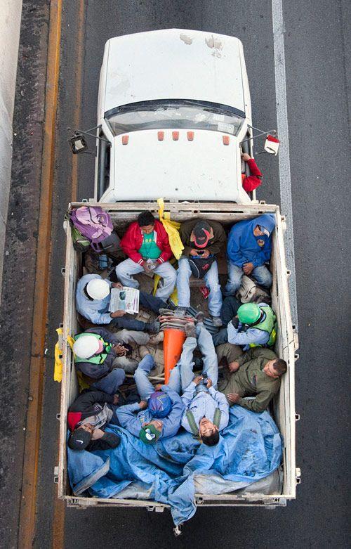 Car poolers photos by Alejandro Cartagena