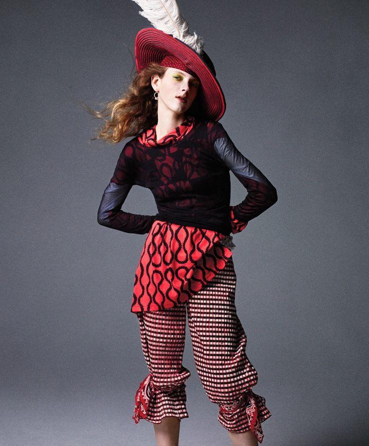 Carine-Roitfeld-Pirates-Princesses-BAZAAR-Fashion08