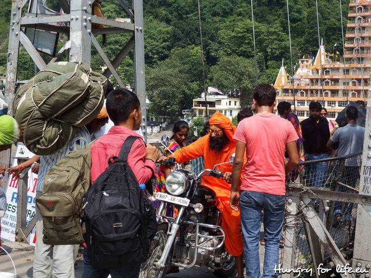 Ришикеш, Индия, 2014, лето, мост, мужчина, индиец, сикх, мотоцикл, Rishikesh, India, 2014, summer, bridge, man, indian, sikh, motorcycle