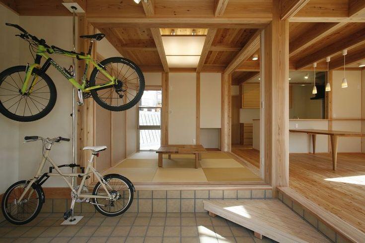 土間玄関につながる居室空間。