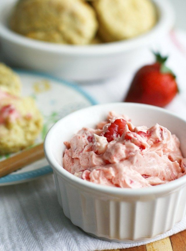 So easy to make and sooooo delicious! Whipped strawberry butter! Works really well to use vegan buttery spread.