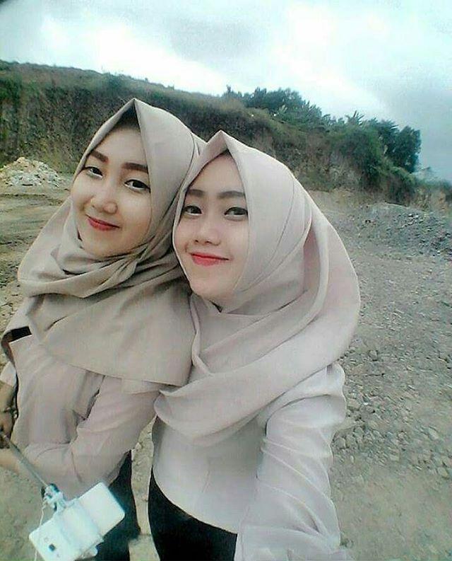hijabindonesia #beautiful #manis #sweet #selfie #iloveislam #bidadariselfie #hijabersindonesia #gadis #smile #hijabers #hijab #jilbab #hijabfashion #selfietime #islam #photoselfie #cantiknyaberhijab #friends #cantik #happyness #tagsforlikes #muslimah #twins #wanitamuslimah #likeforlike #like4like #redlips