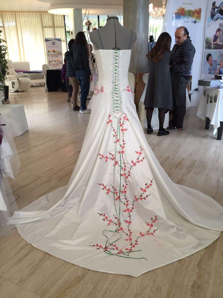 #Ricamo su seta e tulle per abito sposa realizzato con macchina #Tajima c/o Fiera Sposi di Grattammare, AP, Marche #matrimonio  #artdecor