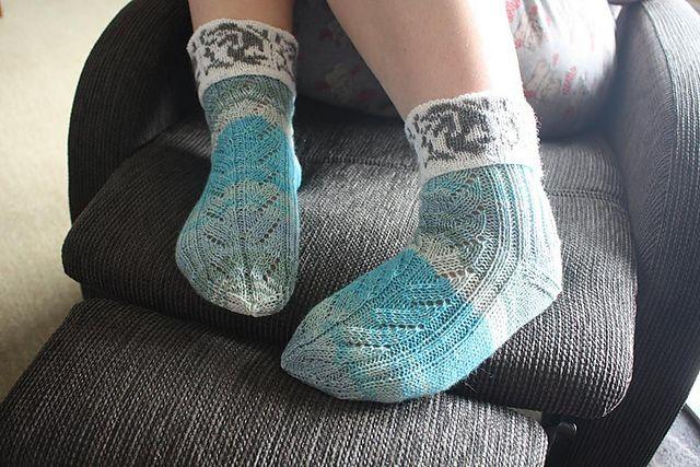 Ravelry: Delfie 3 sokker over samme tema pattern by Marianne Steinnes