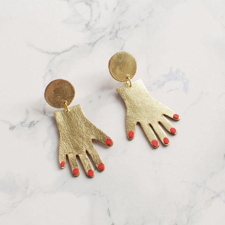 2017 Nueva Personalizada Uñas Rojas Plam Forma Niñas Pendientes Tiny Dorado Mano Cuelga Los Pendientes Para Las Mujeres Bijoux en Pendientes de la gota de Joyas y Accesorios en AliExpress.com | Alibaba Group