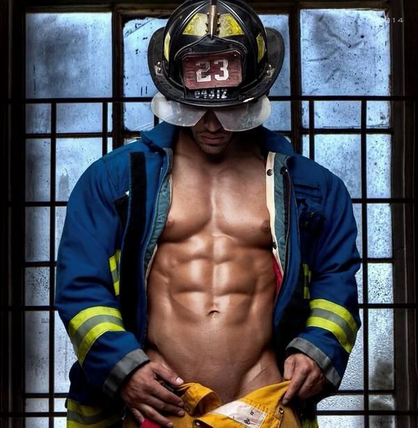 Yippee! It's a Bank Holiday w/e! What a way to start it with this fine specimen ... Happy #FiremanFriday everyone :-)