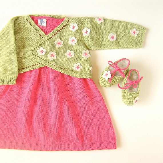 An elegant knitted baby set with little flowers by tenderblue, $103.00