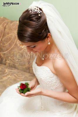 http://www.lemienozze.it/operatori-matrimonio/trucco_e_acconciatura/salone-di-bellezza-roma/media/foto/9 Acconciatura alta e principesca con velo lungo.