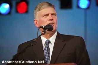 Palabras De Aliento: Franklin Graham: La Biblia llama tontos a los que ...