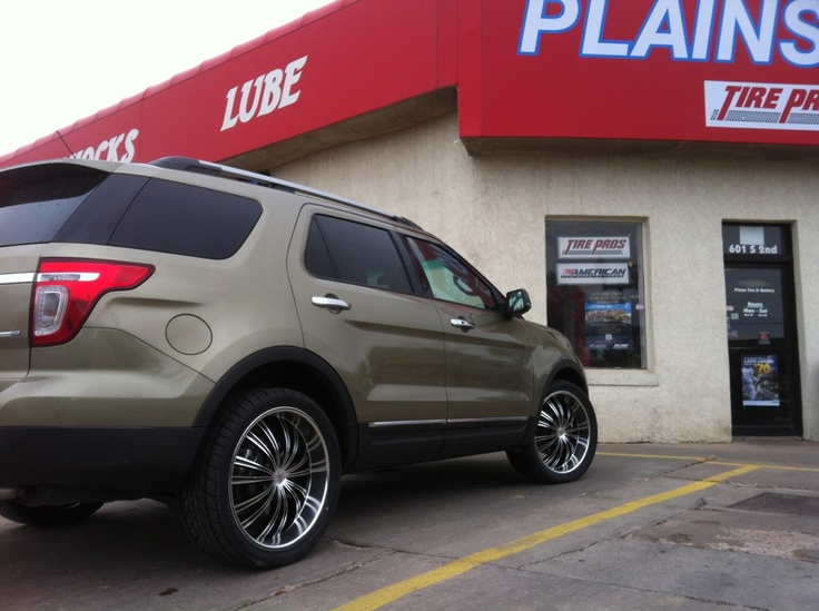 22 inch rims on a 2013 Ford Explorer...Pic 1 Rims 2013
