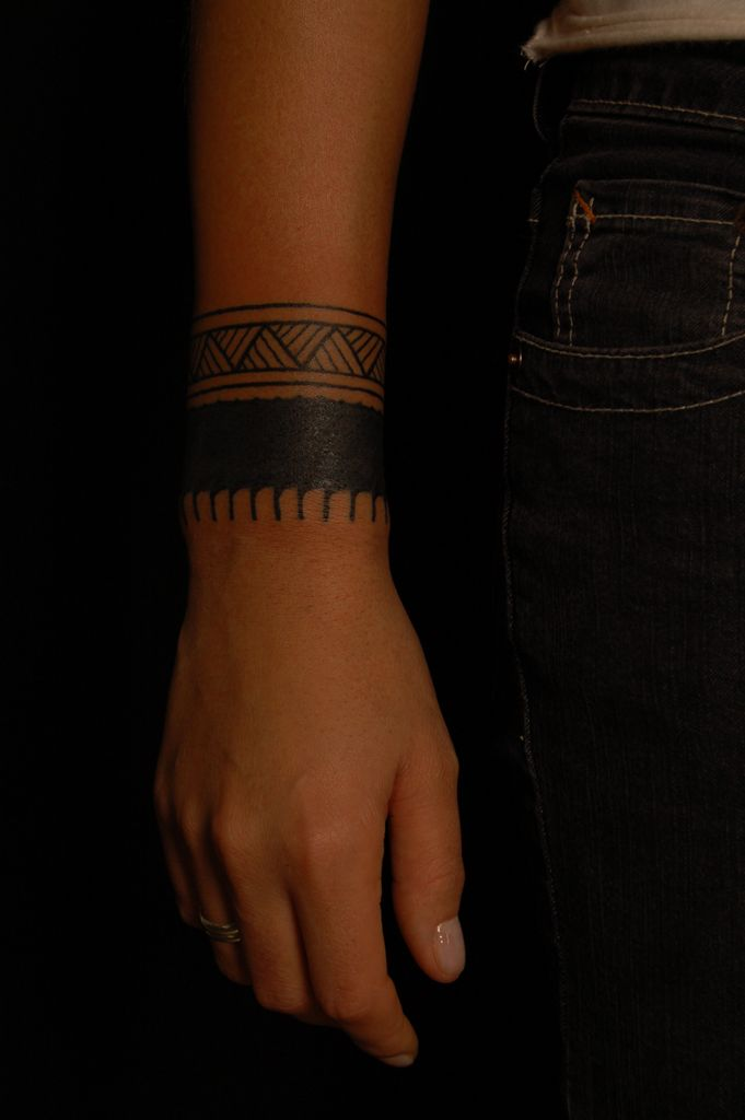 arm band tattoo , source  tumblr-want this so bad. But on my upper ankle, lower calf.