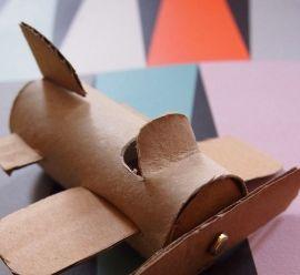 Créer un avion avec un rouleau de papier toilette