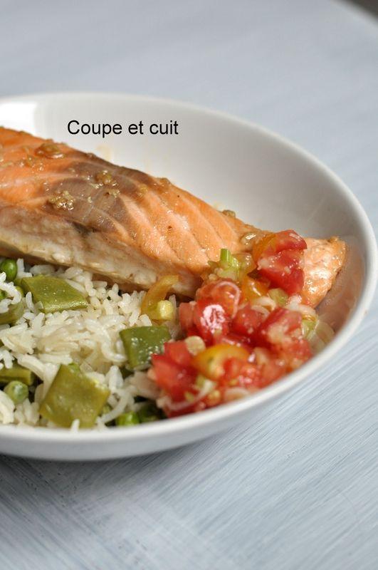 Papillote de saumon au soja, salsa de tomates, riz pilaf