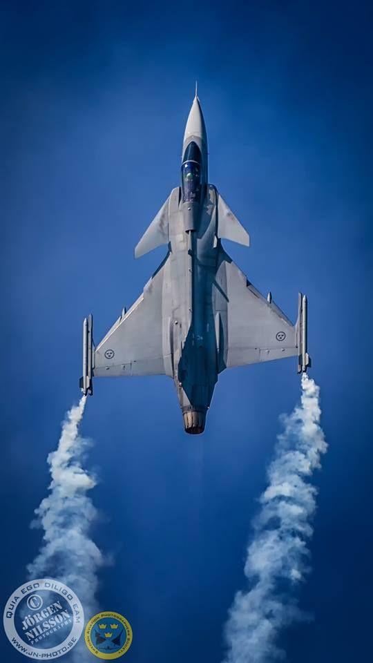 Swedish Saab JAS-39 Gripen at the top of its vertical climb.