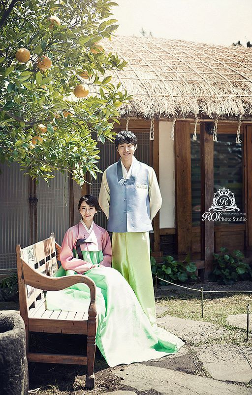 outdoor pre wed photo shooting in Jeju island! Try this wonderful posture in front of Korean traditional house at Jeju island with roi studio! www.roistudio.co.kr #roistudio #Koreawedding #photoshooting #Jejuwedding