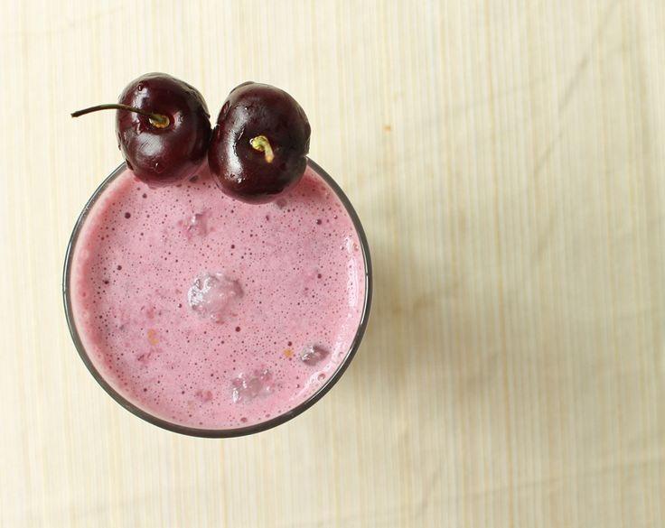 'Cherry Garcia' Almond Vanilla Smoothie by runningtothekitchen #Smoothie #Cherry_Garcia #runningtothekitchen