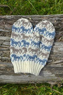 Kirmaavat ponit pattern by Lumi Karmitsa